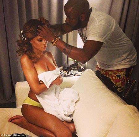 Rihanna-For-A-Performance